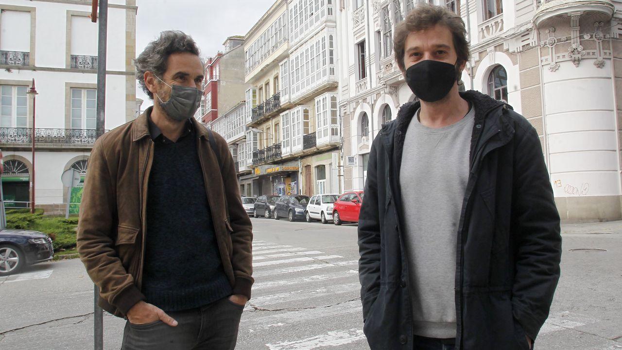 Alberto Gracia (a la derecha) y Mauro Herce estuvieron en Ferrol estos días para visitar las localizaciones del film