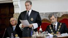 Castroverde, durante su toma de posesión este viernes, entre el fiscal superior de Galicia y el presidente del Tribunal Supremo