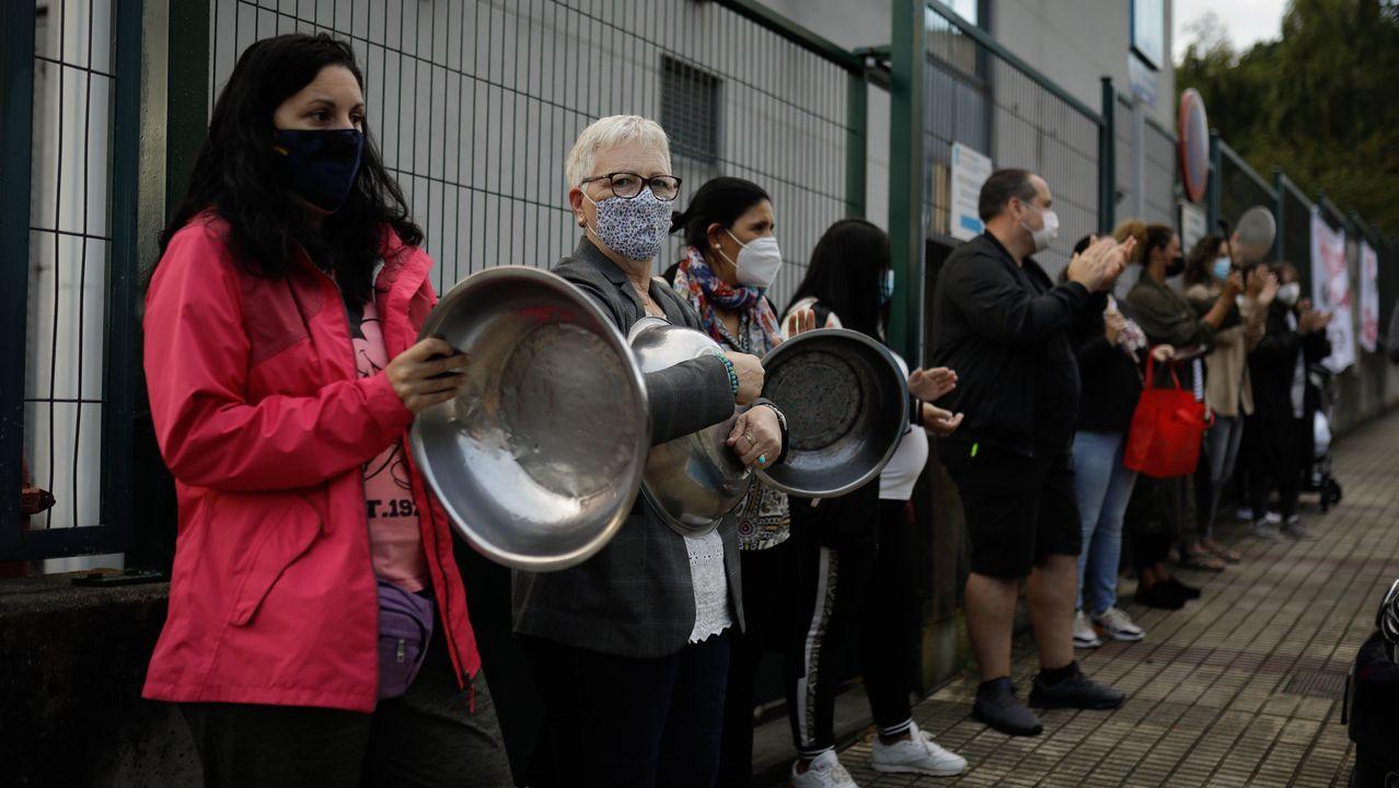 Cacerolada en el Ría do Burgo para protestar por el cierre del servicio de comedor.En la imagen, el comedor del colegio Ponzos de Ferrol, donde estos días la cifra de usuarios no llega a los quince niños