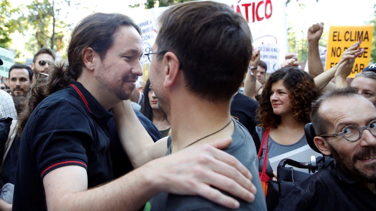 Pablo Iglesias se reafirma como alternativa al bipartidismo.Pedro Sánchez durante la presentación de la campaña electoral de los socialistas para las elecciones del 10 de noviembre
