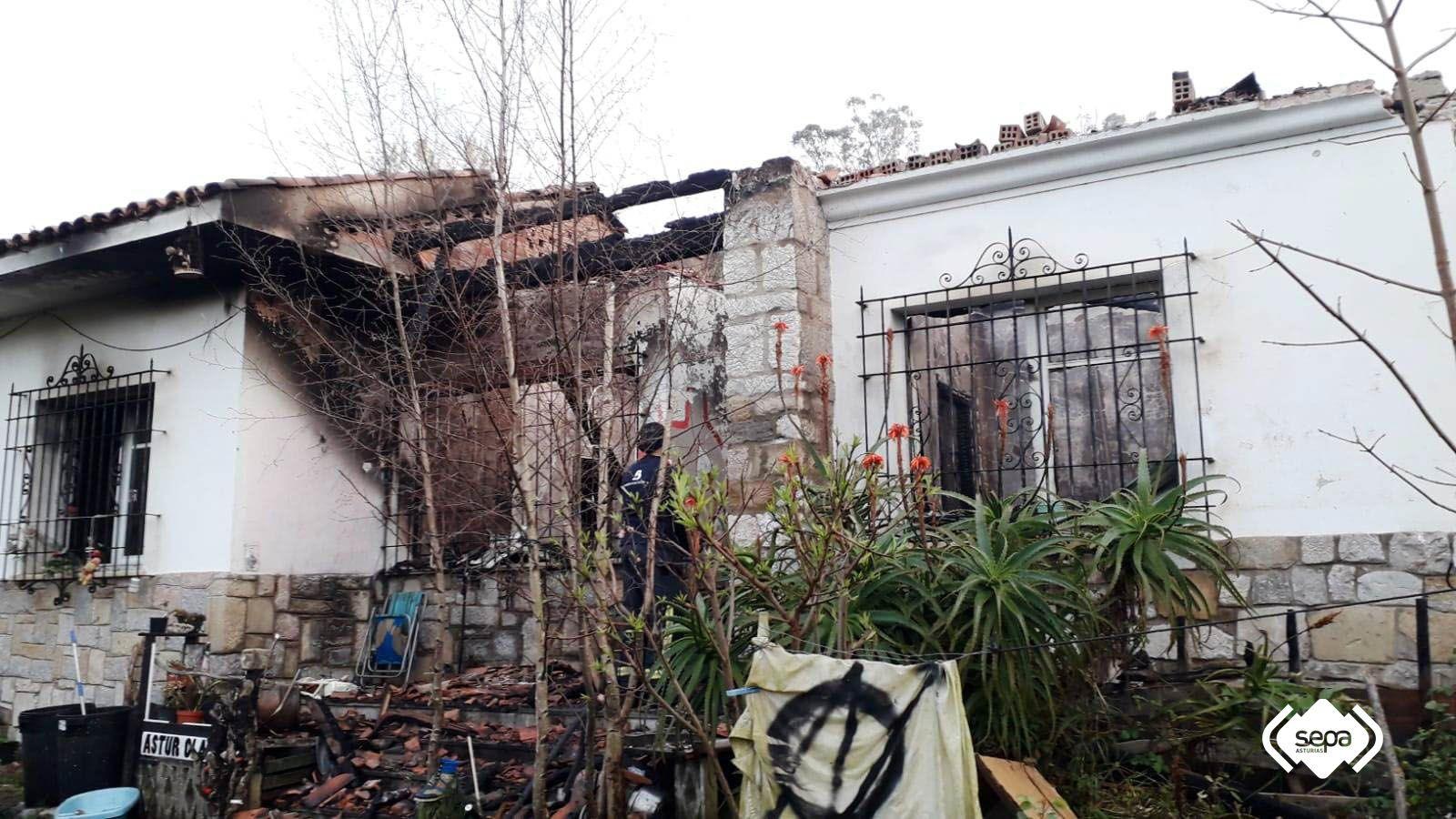 guardia civil asturias.El incendio afectó a la toda la vivienda, que ha quedado parcialmente derruida
