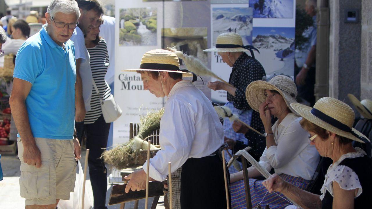 El alcalde de Ponteareas, Xosé Represas (BNG), y la concejala de Urbanismo, María Jesús Garrote.Centro de salud del área de Vigo.