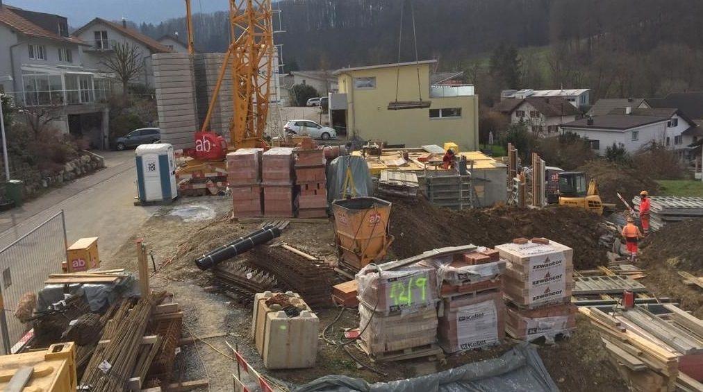 Imagen reciente de una obra en Basilea, donde trabajan numerosos emigrantes de la Costa da Morte