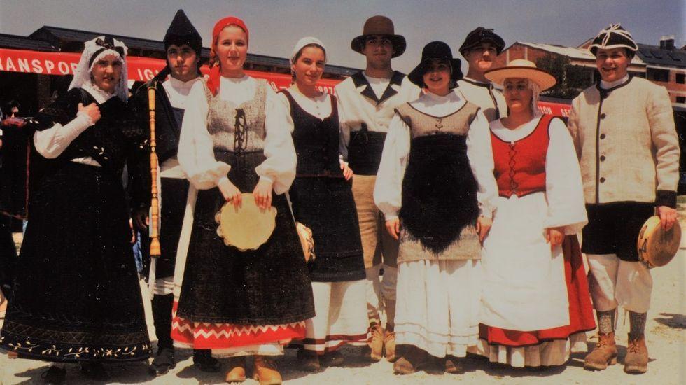 Primeira actuación de A Volta do Agro, o 1 de maio de 1995, na Festa da Filloa de Muimenta