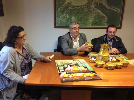 El alcalde y el concejal de Turismo durante la presentación de cartel de la Mostra
