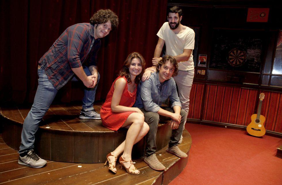 Touriñán, Ledicia Sola, Javier Veiga y David Amor, en el Noela, donde ensayaron.