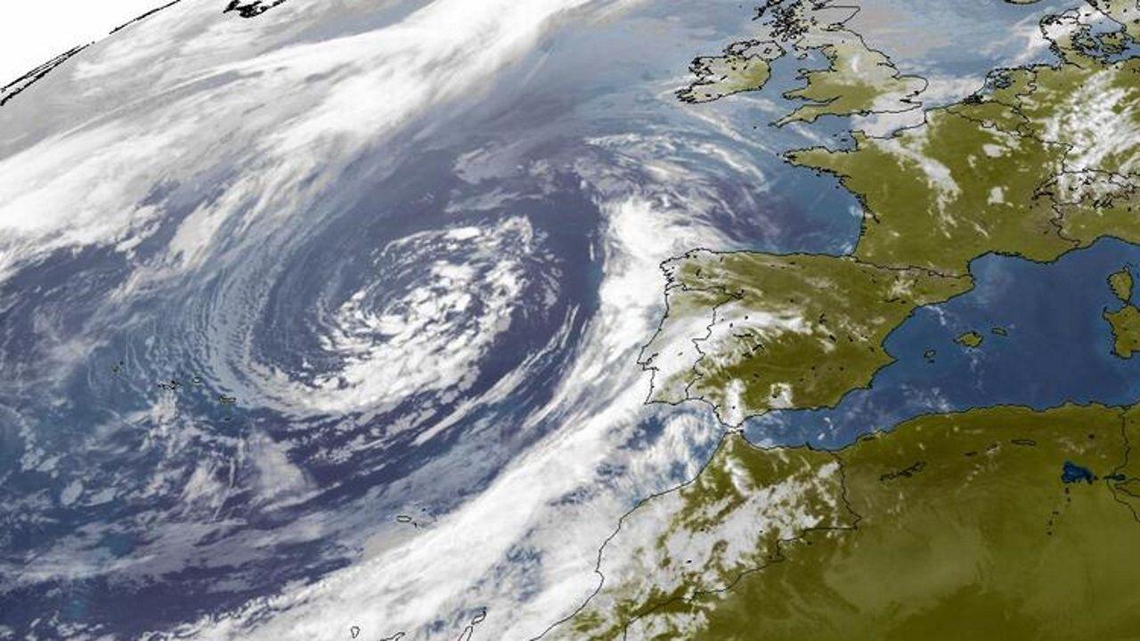 lluvia.El ciclón tropical Lanos situado entre el sur de Italia y Grecia