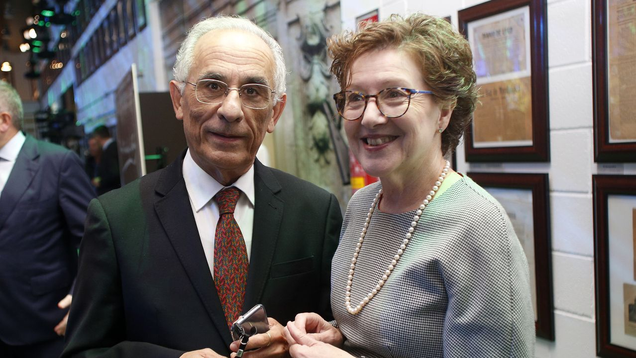 Xerardo Estévez con María Xosé Fernández Cerviño, patrona del Museo do Pobo Galego