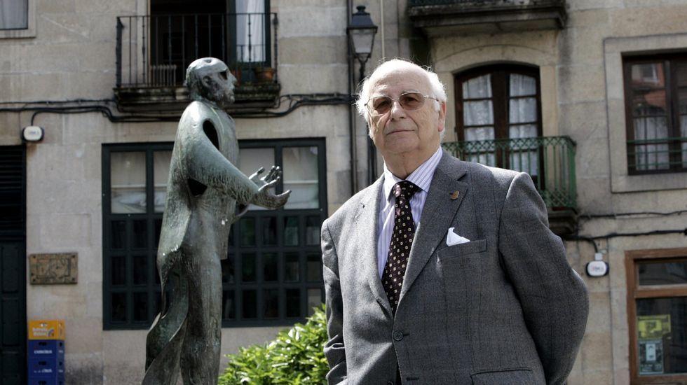 Galicia acoge manifestaciones a favor y en contra de la consulta catalana.Pontón salió a hablar para los que no pudieron entrar -por exceso de aforo- en el auditorio