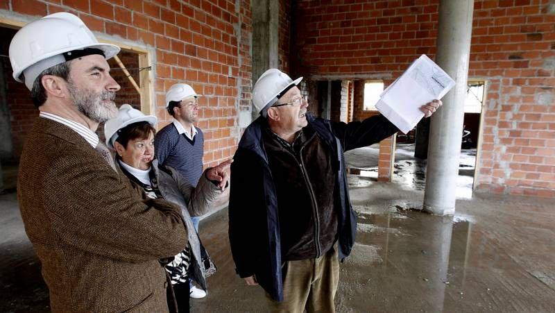 El solar está al lado del edificio que acaba de construir Prodeme en O Malvarón.