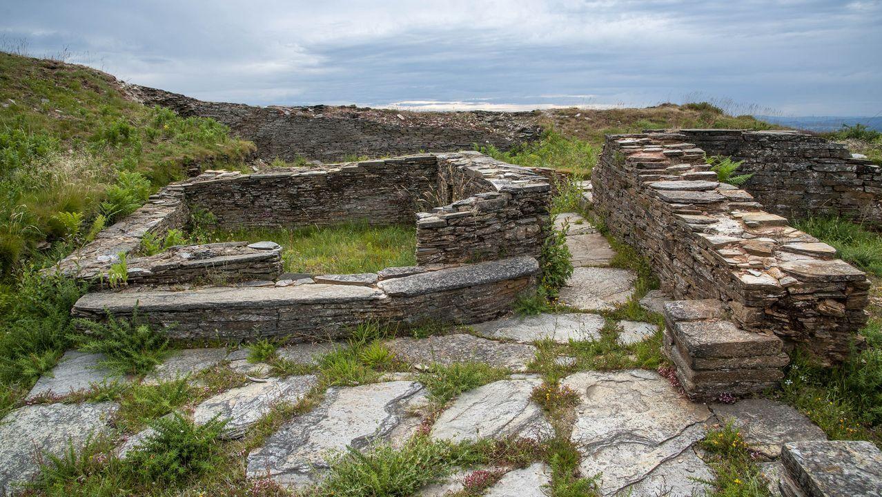 Otro aspecto del castro de Formigueiros, parcialmente excavado hace unos años