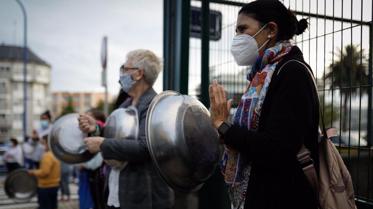 molina.Cacerolada de los padres del colegio CEIP RIA DO BURGO DE Culleredo en protesta por el comedor