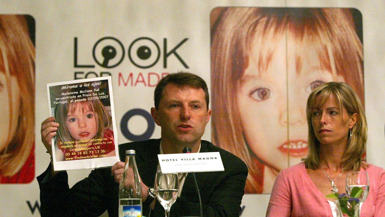Los padres de Madeleine McCann, la niña británica de 4 años desaparecida en el 2007 en Portugal, durante la rueda de prensa que ofrecieron en Madrid dentro de su gira por varias capitales europeas para pedir ayuda en la búsqueda de su hija