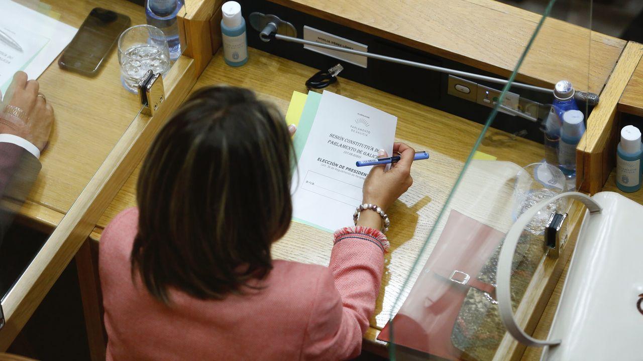 En esta sesión se constituye el Parlamento gallego y toman posesion los 75 diputados elegidos en las urnas.