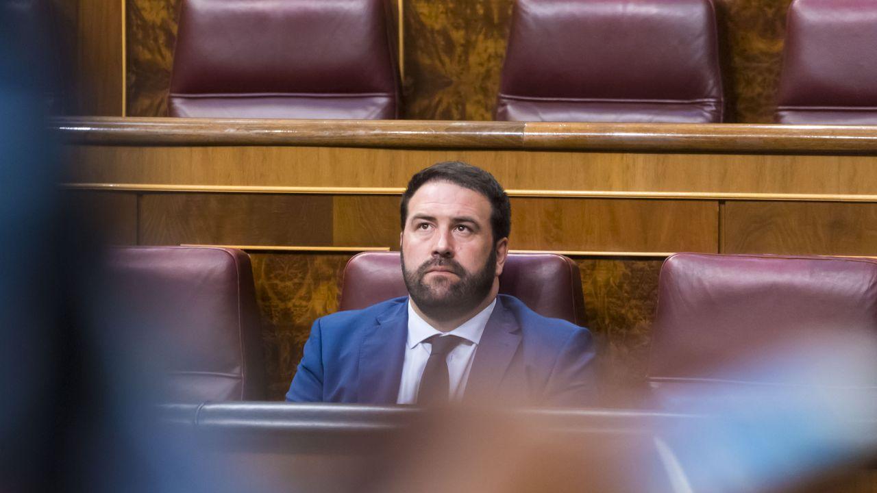 La trayectoria del rey emérito termina fuera de España.El diputado de Bildu, Jon Iñarritu, en el Congreso de los Diputados