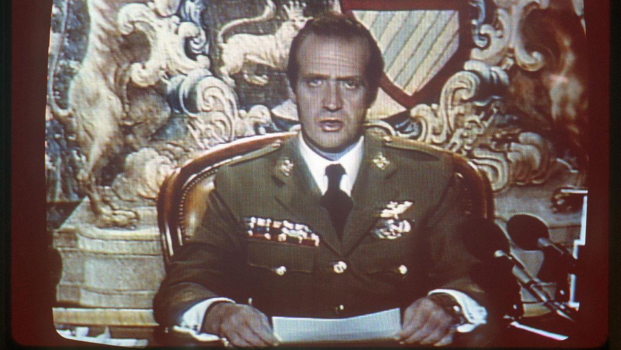 El rey, durante su intervención en TVE que permitió el fin del golpe de estado del 23 de febrero de 1981, el punto clave de su mandato