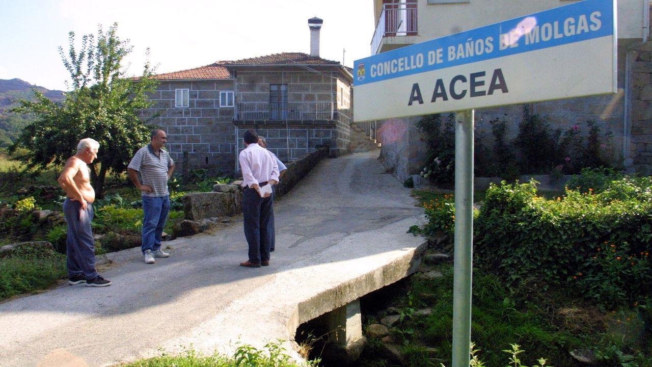 Crecida del Miño en Ourense.Moncho Borrajo invita a quienes entran en «Visita Molgas» a conocer su museo