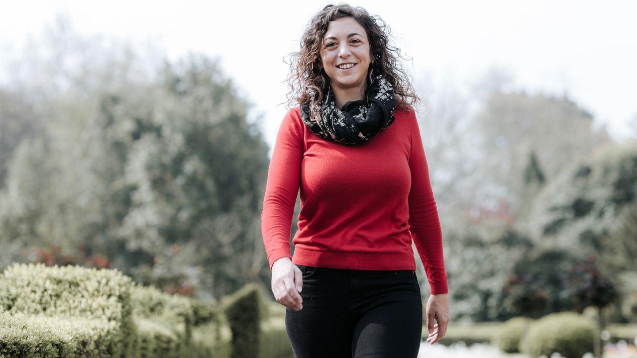Los candidatos asturianos votan.La candidata de Cambia Avilés a la Alcaldía de la ciudad, Tania González