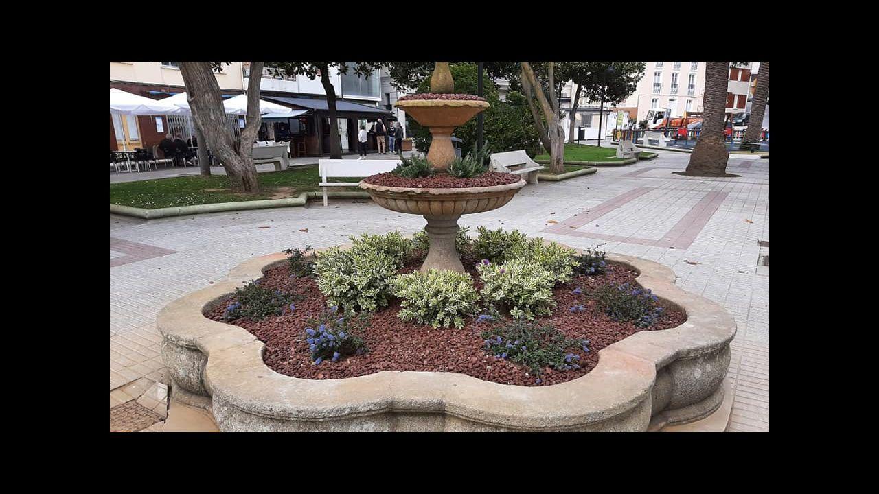 Fuente reconvertida en jardinera situada en los jardines de Conde de Fontao, junto al muelle