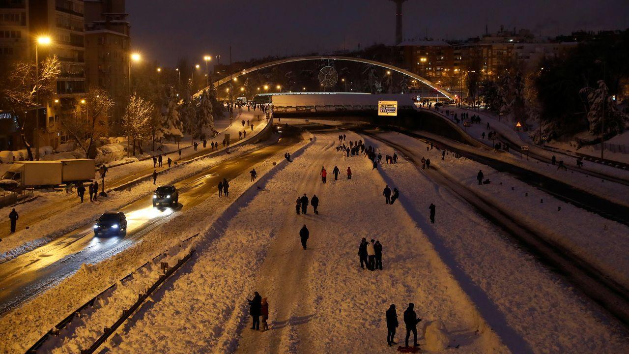 Peatones caminando por la M-30