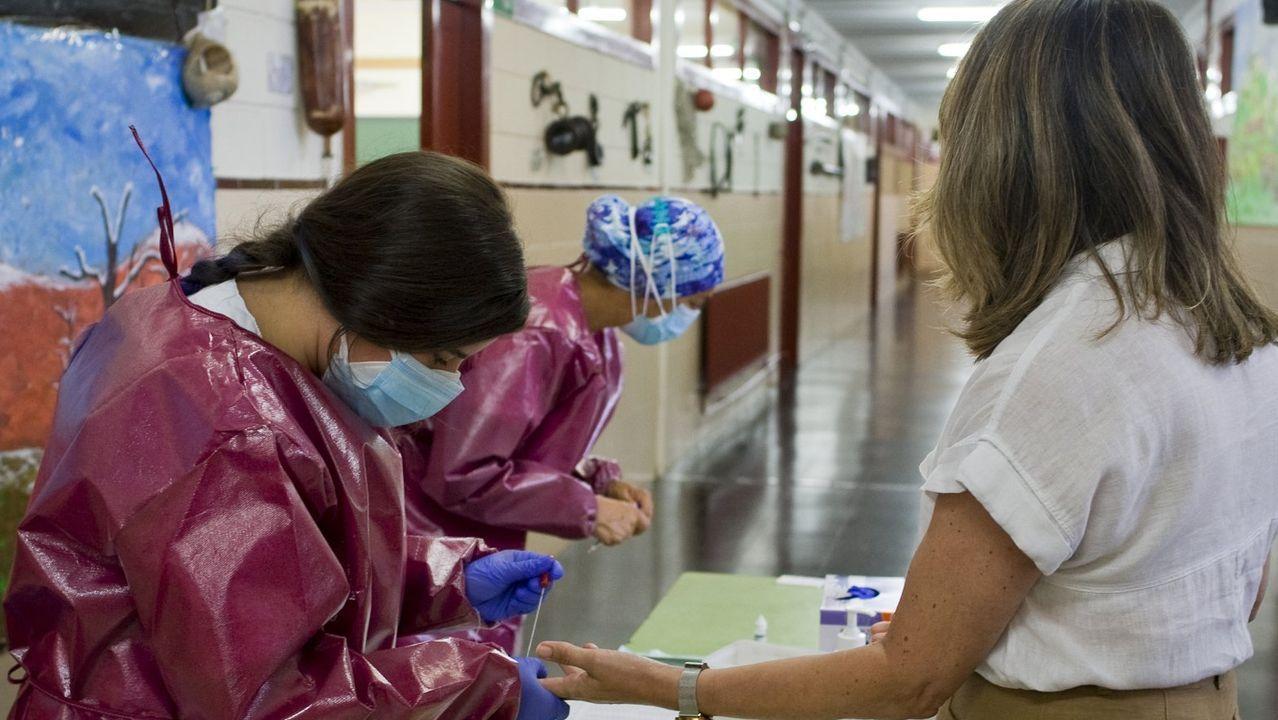 Imagen de archivo de la realizacion de test serológicos a los profesores del colegio San Francisco Javier