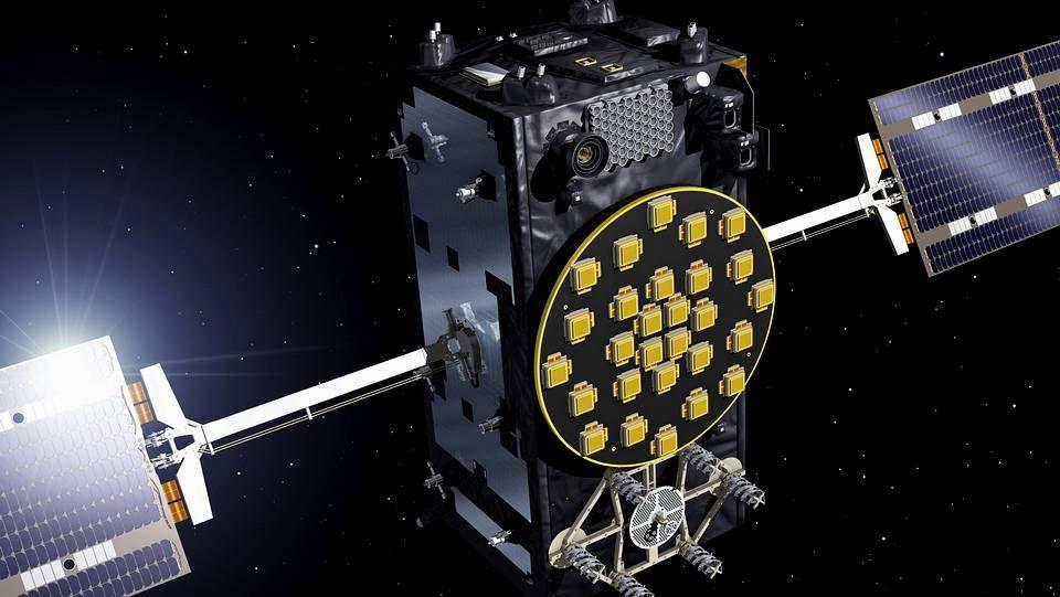 Imagen facilitada por la Agencia Espacial Europea (ESA) un satélite operativos del sistema de navegación Galileo, la apuesta europea para competir con el GPS estadounidense y el Glonass ruso que inicia su fase de despliegue final tras haber colocado en orbita cuatro dispositivos de prueba