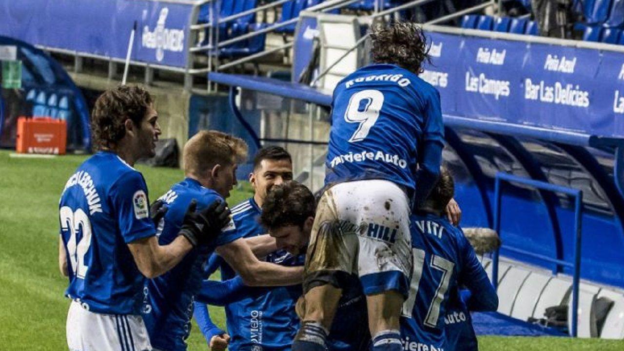 gol Arribas Real Oviedo Mallorca Carlos Tartiere.Los futbolistas azules celebran el tanto de Arribas