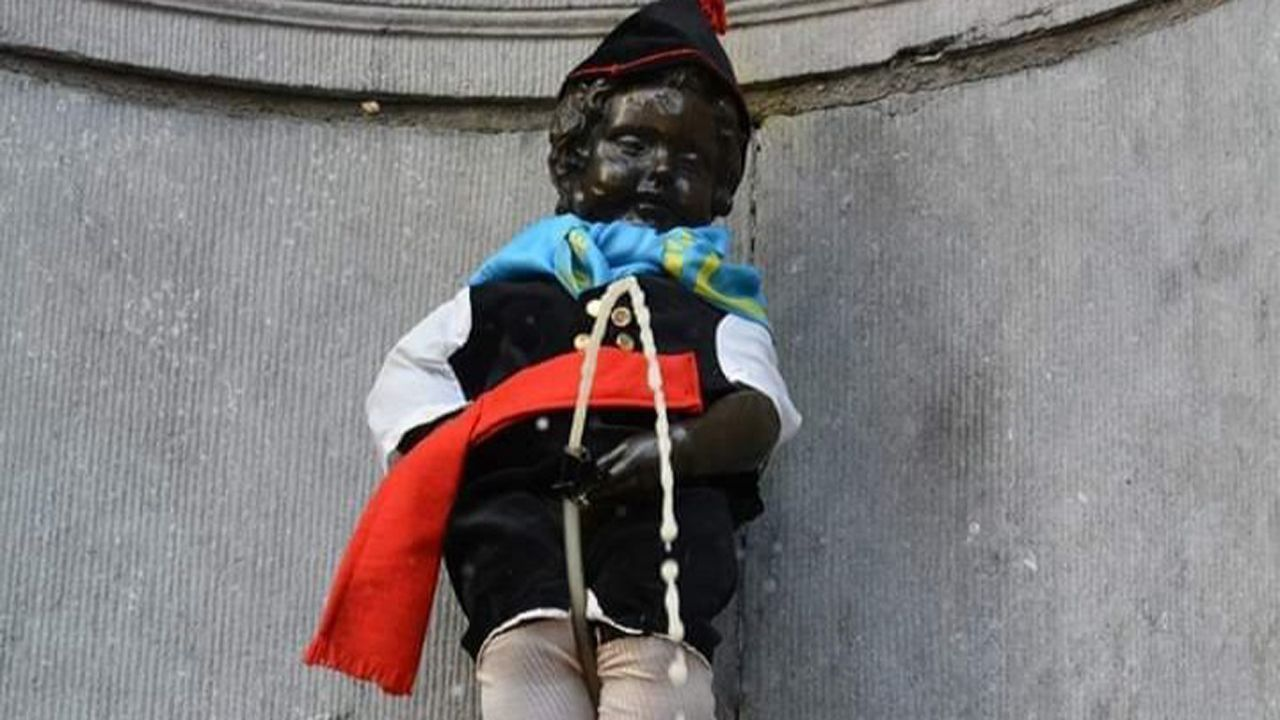 La travesía a nado de Pepe Nogueira.El Manneken Pis vestido de asturiano