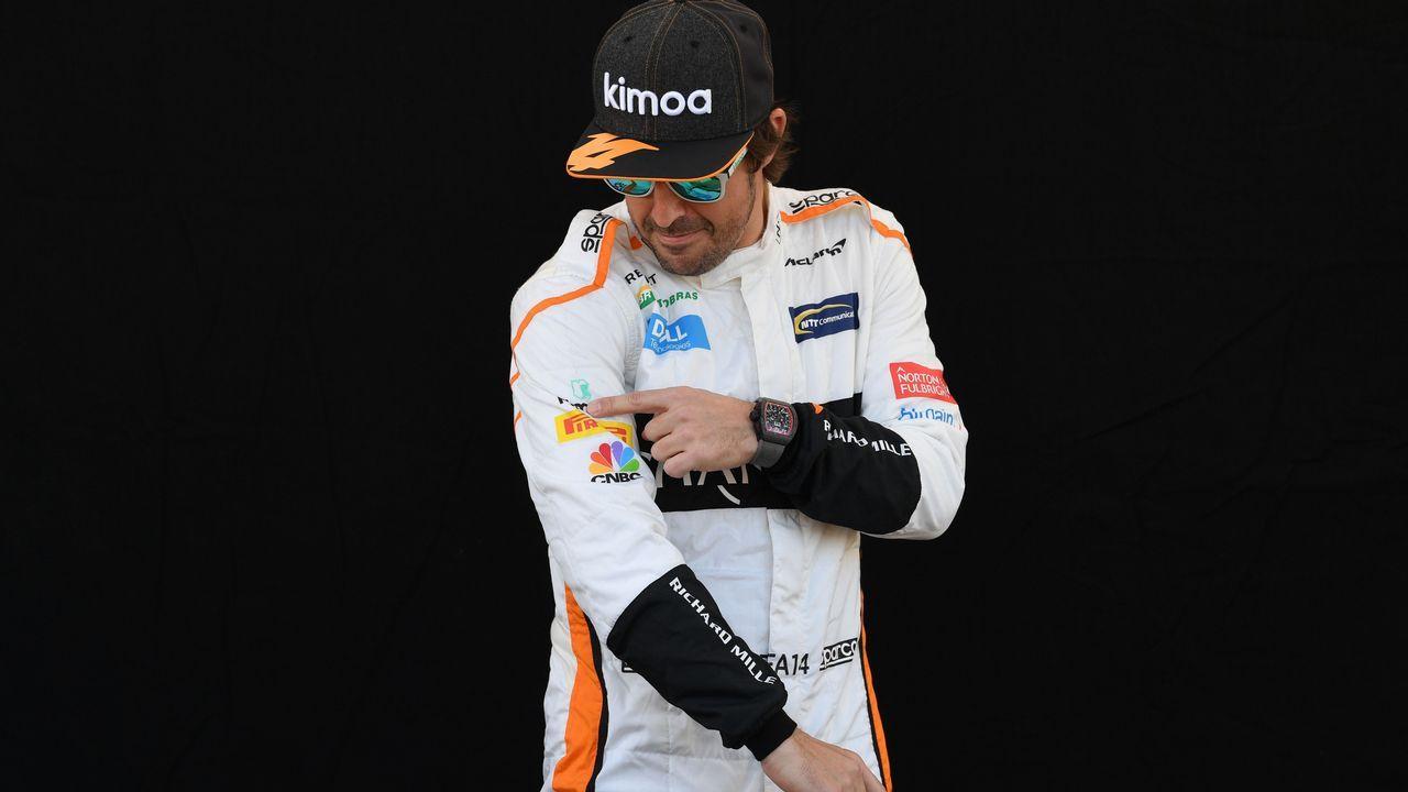 Lara Álvarez y Fernando Alonso.El piloto español Fernando Alonso del equipo McLaren posa antes del Gran Premio de Australia de la Fórmula Uno 2018, en el Albert Park Circuit en Melbourne, (Australia) hoy, jueves 22 de marzo de 2018. El Gran Premio de Australia tendrá lugar el 25 de marzo de 2018.