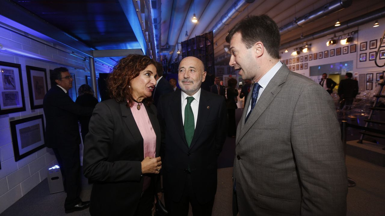 María Jesús Monterio, ministra de Hacienda; Javier Losada, delegado del Gobierno; y Gonzalo Caballero, secretario xeral del PSdeG