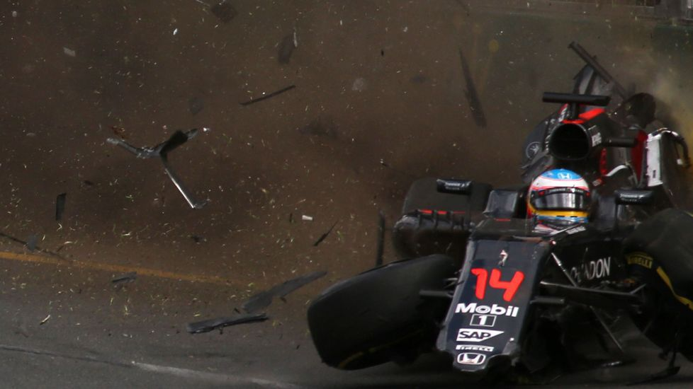 Espectacular accidente de Fernando Alonso en Melbourne.Gran Premio de Europa