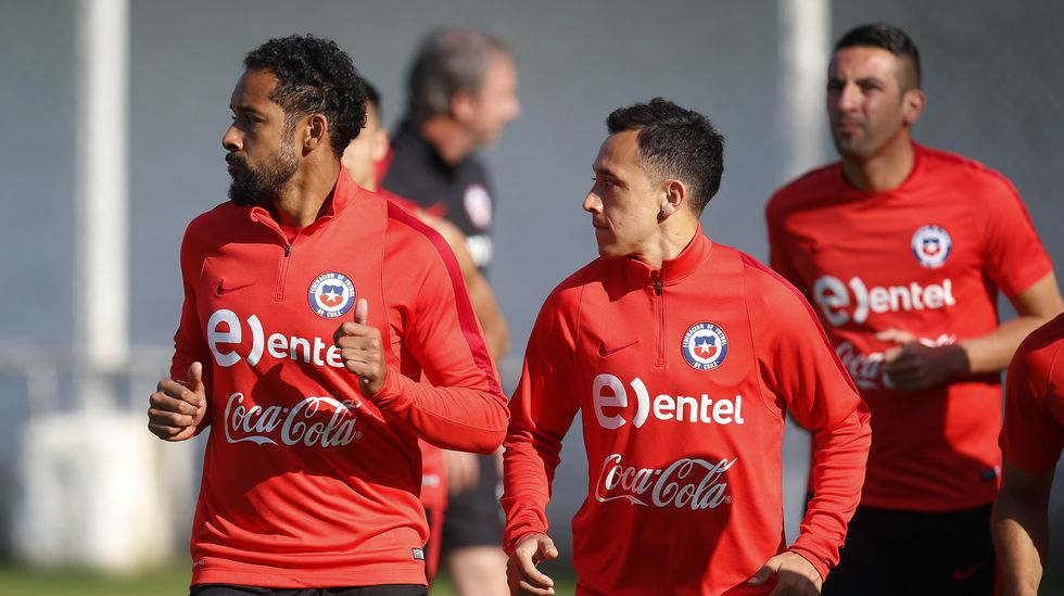 Orellana, en la vuela al trabajo de Chile tras la derrota frente a Argentina