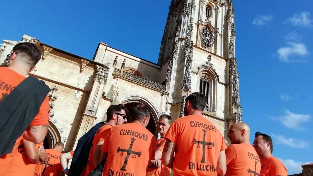 «Se nos chegan a pillar repartindo propaganda comunista, estaríamos mortos».Trabajadores de Vesuvius, en la plaza de la Catedral
