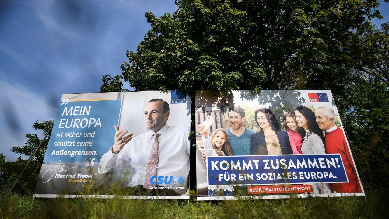 Á esquerda, cartel electoral do candidato del Partido Popular Europeo, Manfred Weber, e á dereita o da candidata do Partido Socialdemócrata de Alemaña, Katarina Barley, en Lauf (Alemaña)
