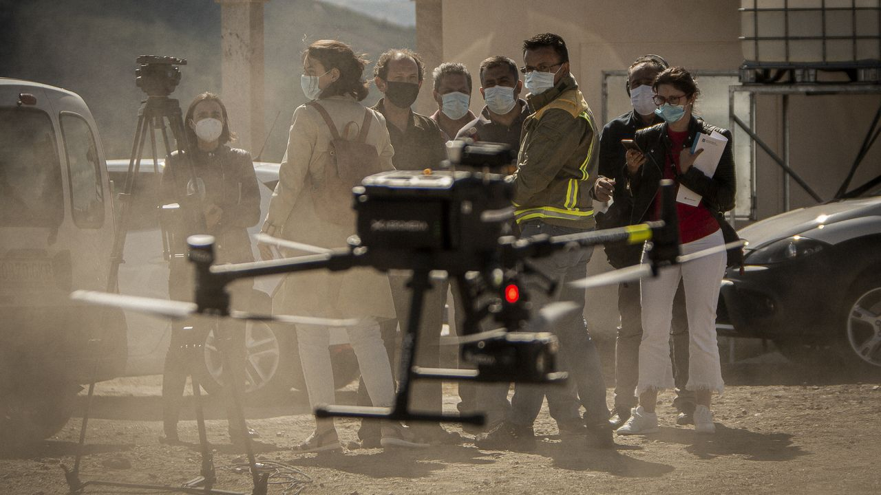 Los medios de extinción trabajan en Vilariño de Conso.El conselleiro de Medio Rural, José González comprobó el trabajo que realizan los agentes forestales y de Medio Ambiente con los drones para perseguir la actividad incendiaria