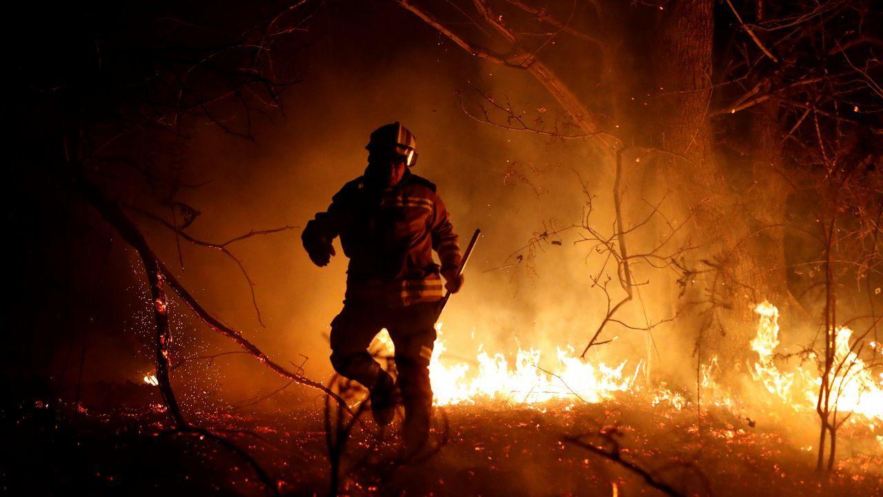 La crudeza del fuego asturiano en imágenes.En la madrugada del domingo al lunes se llegaron a registrar hasta 139 focos repartidos en 32 de los 78 concejos asturianos.