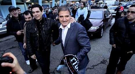 Paco Herrera se despidió el lunes del Celta rodeado del cariño de numerosos aficionados celestes.