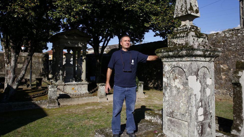 El sepulturero que lo sabe y lo escribe todo de los muertos.Elena de Lorenzo