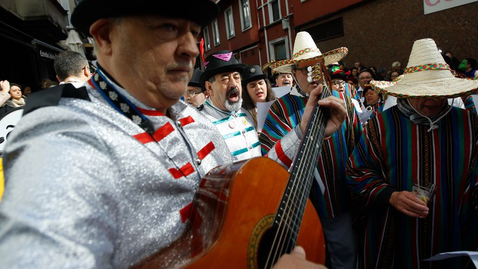 Carnaval 2017. Entroido. Fiesta choqueira en calle de A Torre