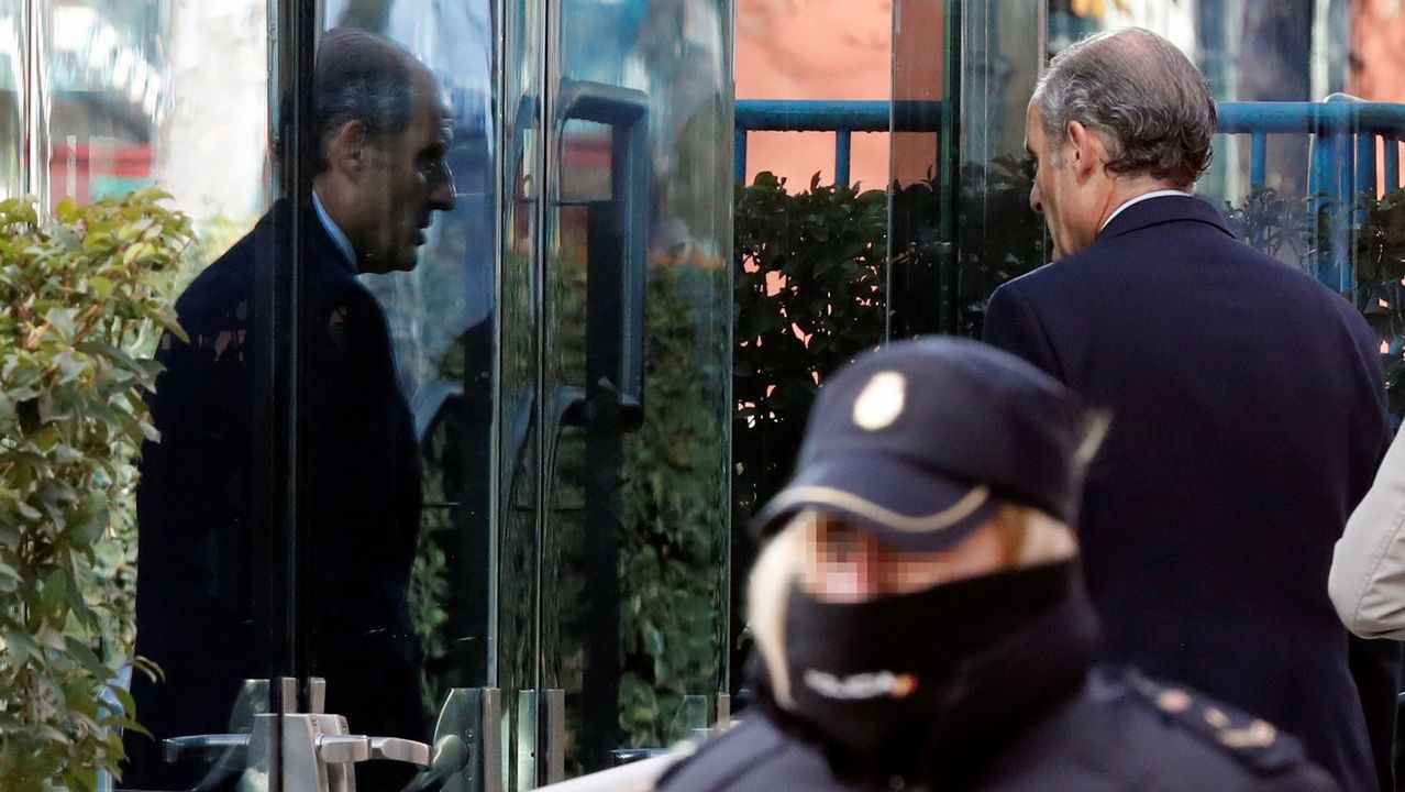 | EFE.El expresidente valenciano Francisco Camps llegando a la Audiencia Nacional para declarar como imputado en una pieza del caso Gürtel