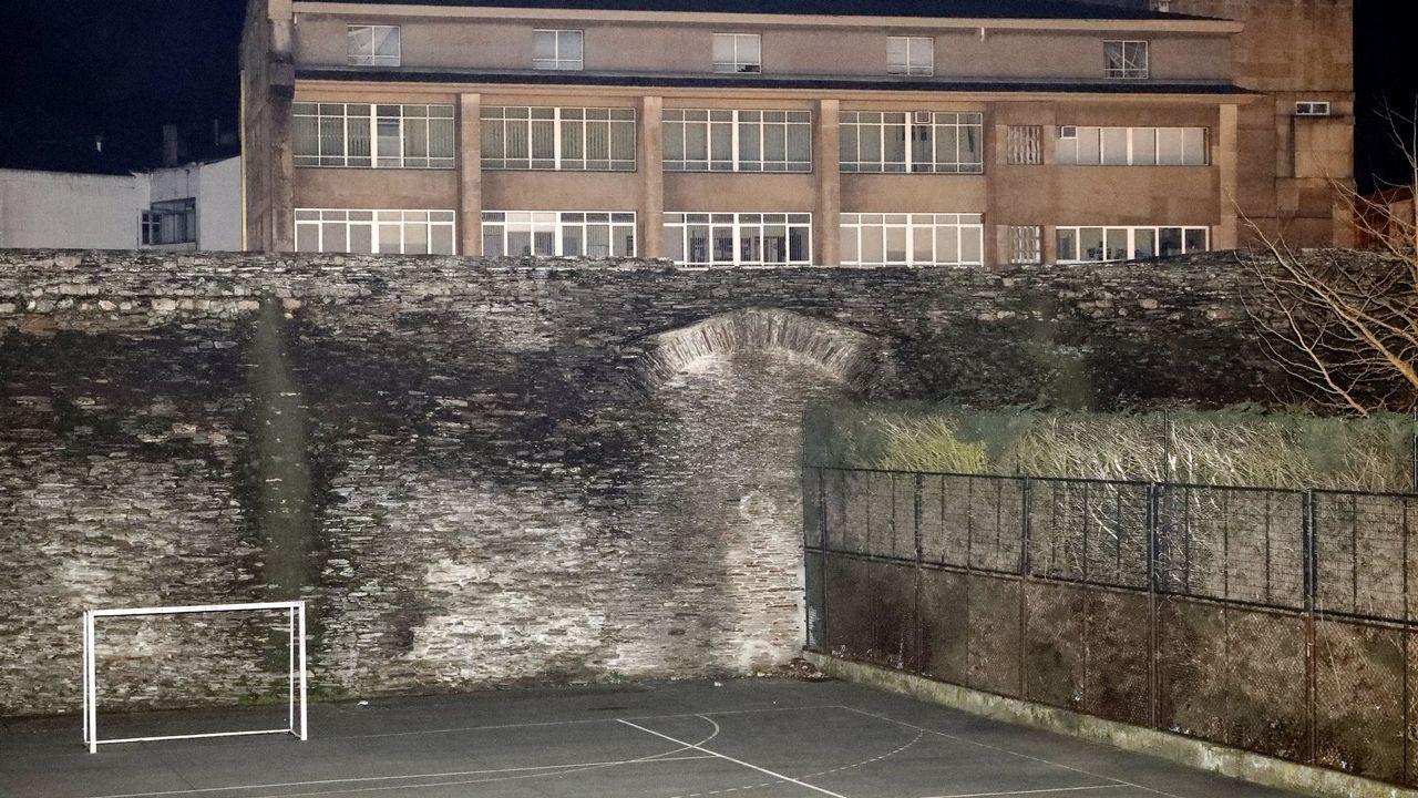 En la zona de intervención hay restos de un arco que suscita el interés de los arqueólogos. óscar cela