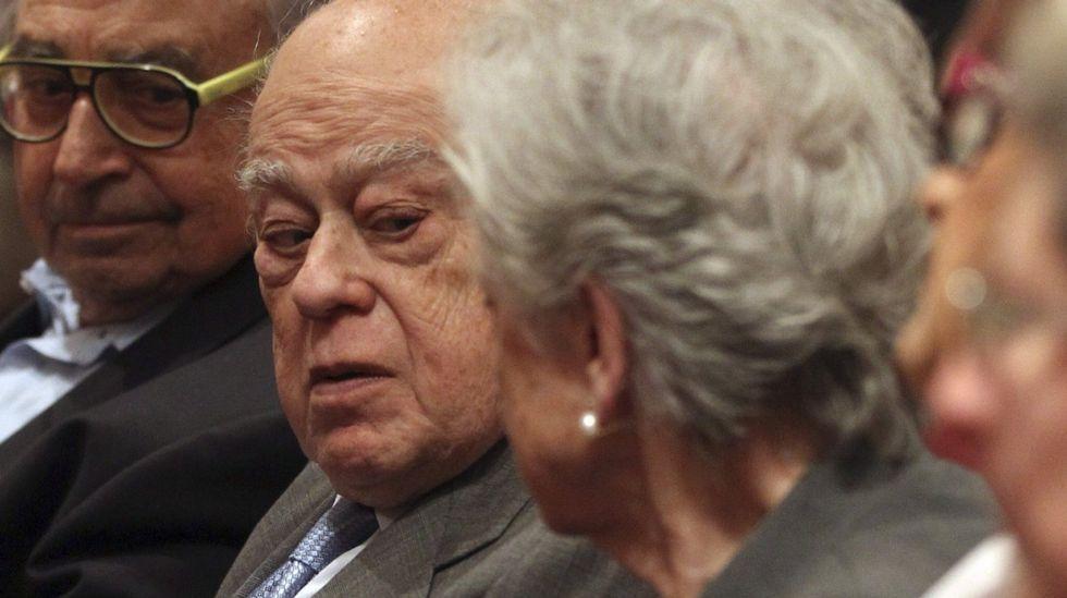 Mireia Pujol, junto a su abogado