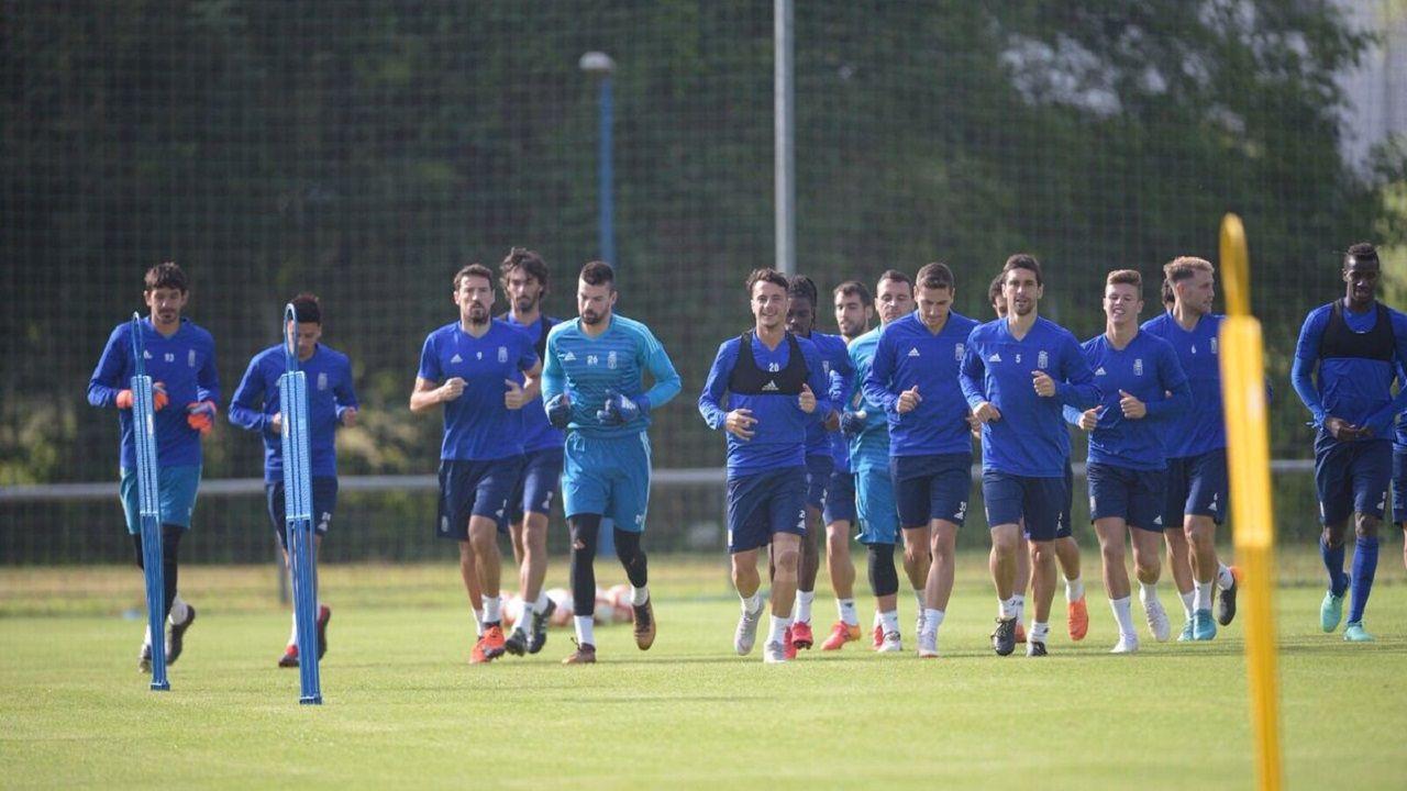 Jugadores del Oviedo entrenando en El Requexón