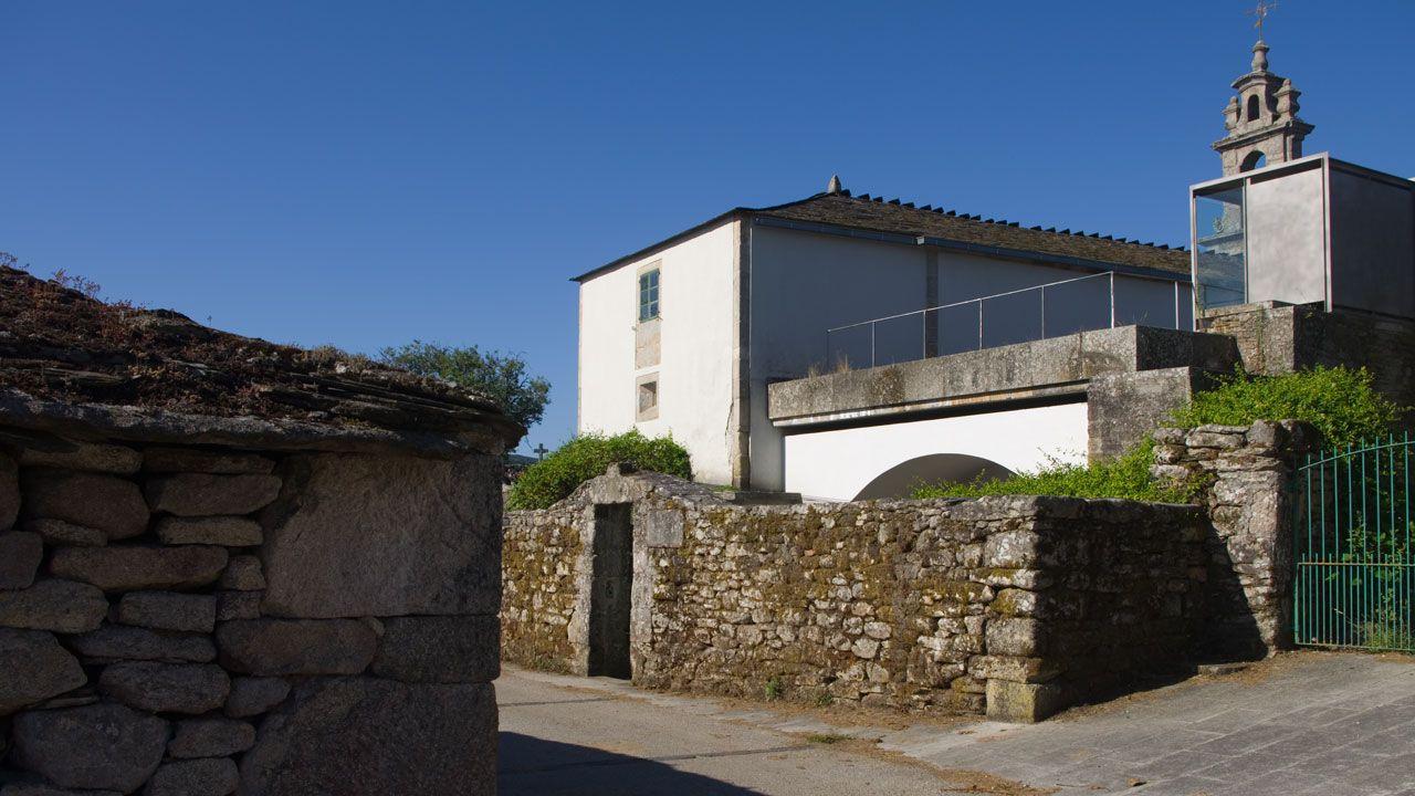 Opciones para el fin de semana:Santa Eulalia de Bóveda y los lagos de Teixeiro.El concejal de Medio Rural, Miguel Fernández, con el camión de obras del Concello