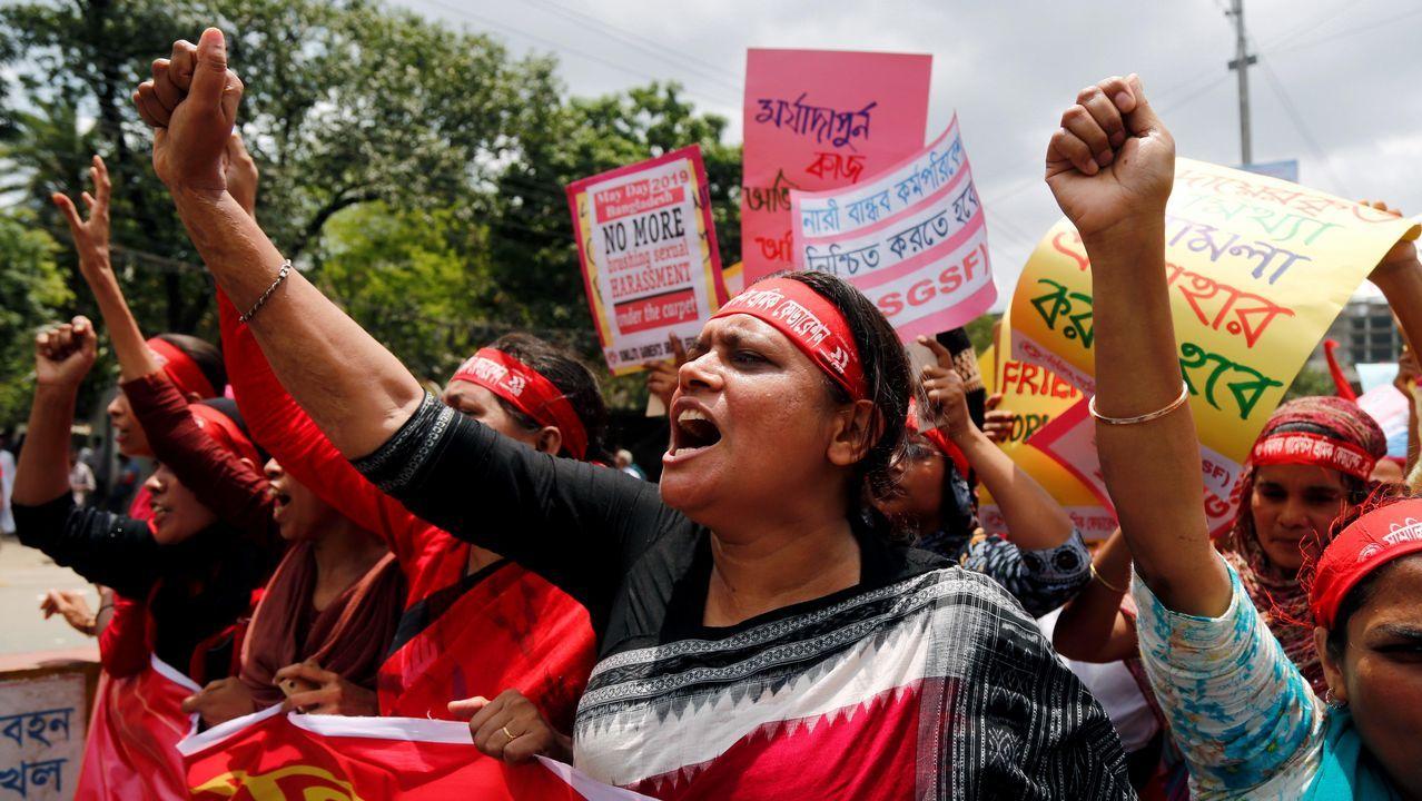 Varias trabajadoras participan en una manifestación por el Primero de Mayo en Dacca (Bangladesh).