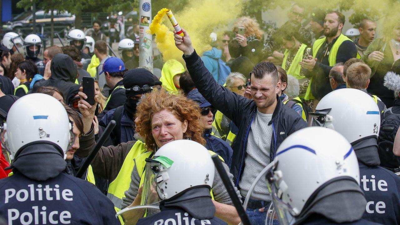 Varios centenares de «chalecos amarillos» participaron este domingo en una manifestación no autorizada en el centro de Bruselas organizada con motivo del triple escrutinio regional, federal y europeo en Bélgica