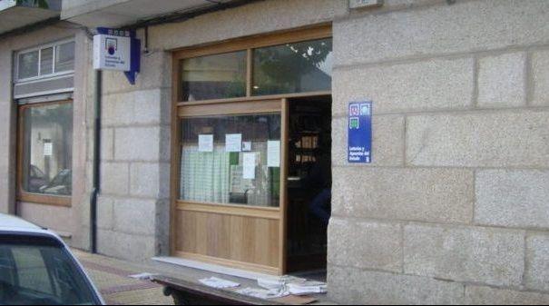 Rami gonzález y Luis Prol, propietarios del cafe bar 2.000 donde entregaron 1,9 millones de euros en bonoloto este lunes.Pedro Almodóvar y Antonio Banderas, durante el rodaje del filme «Dolor y gloria»