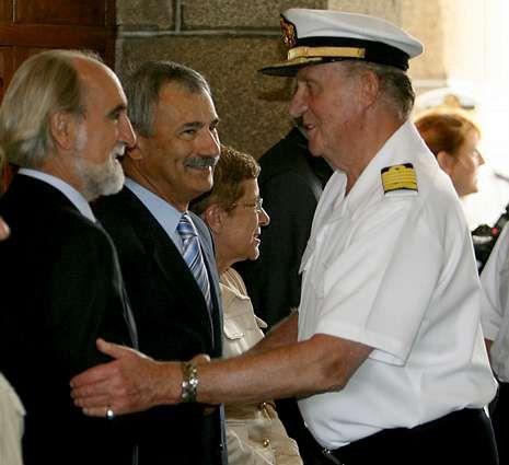 Juan Carlos y el príncipe Felipe, primer acto oficial juntos tras la abdicación.Irisarri, con el Rey, en el Tercio.