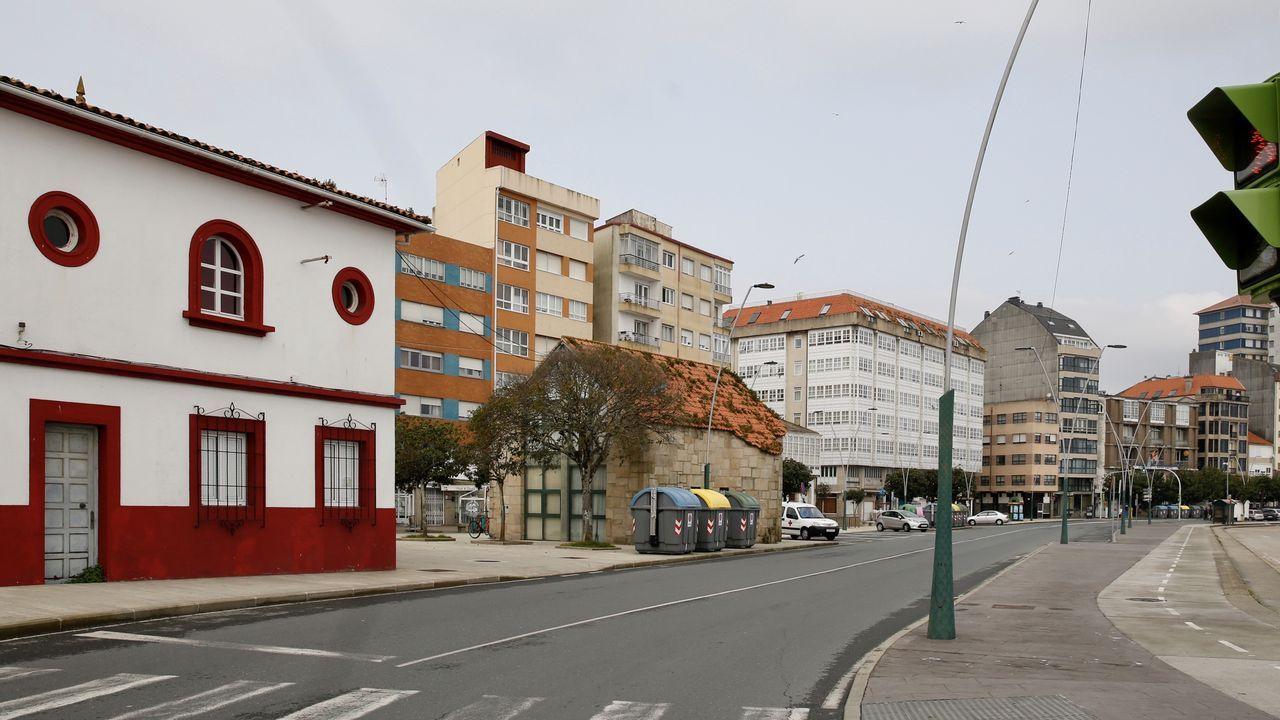 La Avenida del Malecón, en Ribeira, totalmente desierta esta jornada