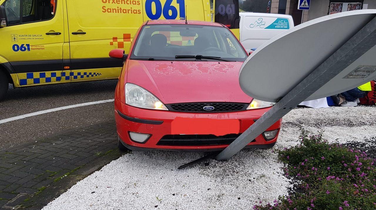 Así fue el izado del vehículo que cayó a las vías en O Porriño